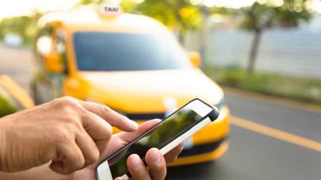 Pasal Tarif dan Kuota Taksi Online Dicabut, Apa Efeknya Bagi Uber dkk?