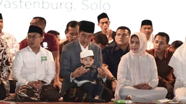 Berita Hari Ini : Menggemaskan, Cucu Jokowi Curi Perhatian Saat Apel Hari Santri Nasional
