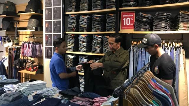 Jokowi Malam Minggu di Mal Cibinong, Beli 2 Celana Jeans dan 1 Kemeja