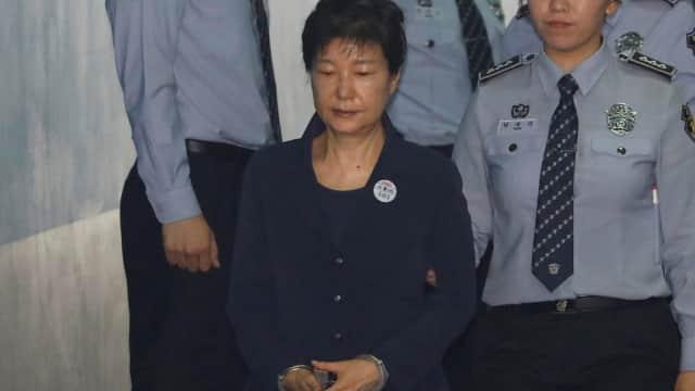Mantan Presiden Korsel Muncul di Pengadilan dengan Tangan Diborgol