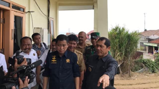 Menteri ESDM Beri Bantuan Sumur Bor Bagi Pengungsi Sinabung
