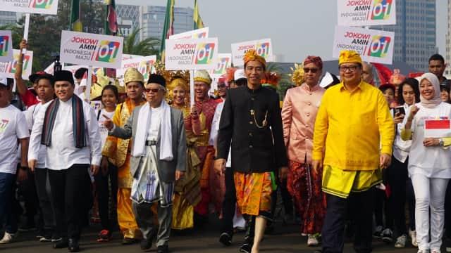 Gaya Ma'ruf Pakai Kacamata Cokelat Dampingi Jokowi Karnaval Kampanye