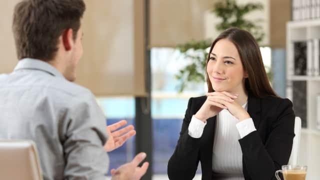 5 Cara Membuat Kesan Pertama yang Menakjubkan saat Wawancara Kerja