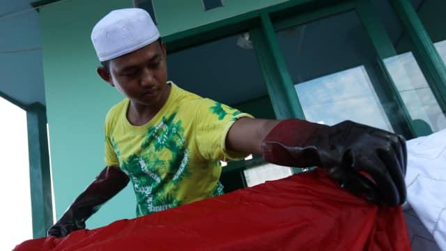 Cita-cita Santri Syahid Lestarikan Budaya Banjar Melalui Sasirangan