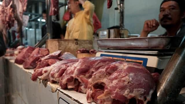 Beda Pendapat Penjual Soal Tekstur hingga Warna Daging Sapi dan Kerbau