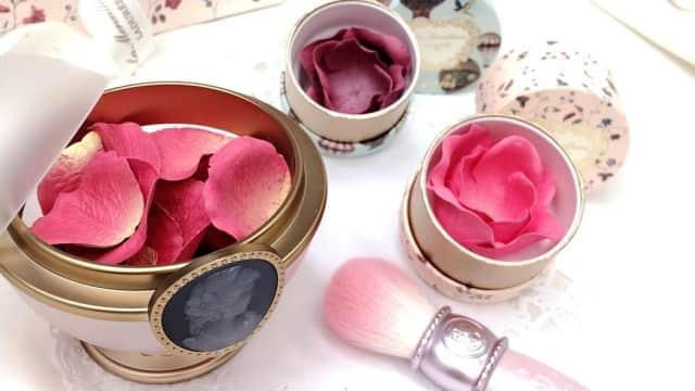 Cantiknya Blush On Berbentuk Kelopak Mawar Asal Jepang