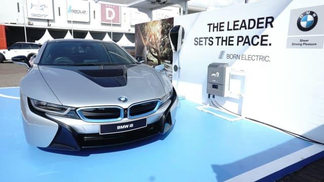 Dorong Kehadiran Kendaraan Berbasis Listrik, BMW Pamer Garasi Cerdas