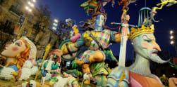 Warna-warni Boneka Raksasa di Festival Las Fallas, Spanyol