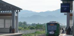 Saat Jokowi Mencoba Kereta Bandara Minangkabau