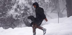 Melihat Salju di Kashmir, India
