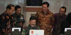 Suasana Senam Bersama dan Penyerahan SPT TNI dan Polri