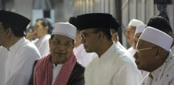 Anies Baswedan Ikut Tarawih Akbar di Istiqlal