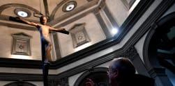 Melihat Salib Kayu Karya Seniman Italia Michelangelo