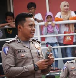 Polisi Ikut Ramaikan HBKB Bundaran HI