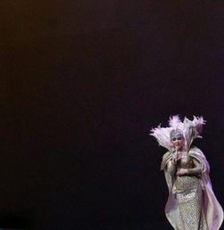 Penampilan Menggugah Syahrini pada 'Journey of Syahrini'