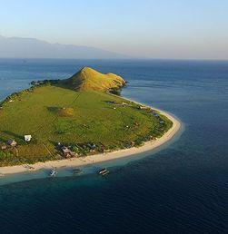 Menikmati Kecantikan Padang Sabana di Pulau Kenawa