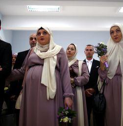 Puluhan Pasangan Nikah Massal di Bosnia
